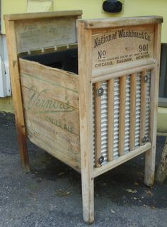Old washboards and crate to make a bin! Would be awesome in the laundry room or living room to store blankets! Repurposed Items, Repurposed Furniture, Diy Furniture, Upcycled Crafts, Country Decor, Rustic Decor, Farmhouse Decor, Primitive Crafts, Wood Crafts