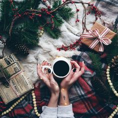 Imagen de winter and coffee Christmas Mood, Little Christmas, Christmas And New Year, All Things Christmas, Christmas Flatlay, Christmas Wishes, Christmas Christmas, Christmas Nails, Christmas Vignette
