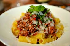 Bolognese sauce: the real recipe, the only Italian recipe for pasta alla bolognese. Ahhh the Bolognese sauce! The famous Ragù alla Bolognese Easy Pasta Sauce, Pasta Sauce Recipes, Best Pasta Recipes, Pasta Dinner Recipes, Beef Recipes, Pasta Fagioli Recipe, Sauce Bolognaise, Beef Pasta, Spinach Recipes