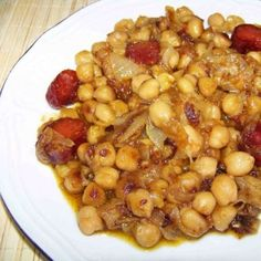 Garbanzos a lo pobre, Tan ricos, fáciles y económicos como las patatas a lo pobre pero algo menos conocidos. No te pierdas esta receta de garbanzos a lo pobre Nut Recipes, Chickpea Recipes, Bean Recipes, Mexican Food Recipes, Cooking Recipes, Healthy Recipes, Yummy Food, Tasty, Grain Foods