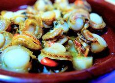 Receta Zamburiñas al ajillo Salsa, Shrimp, Meat, Food, Vegetables, Cooking Recipes, Traditional, Meal, Salsa Music