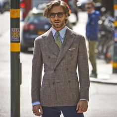 Via Enduring elegance and bold contemporary style collide in this sharp faded purple Soho jacket. Suit Supply, Best Street Style, Tailored Suits, Sharp Dressed Man, Suit And Tie, Gentleman Style, Business Fashion, Dapper, Spring Summer Fashion