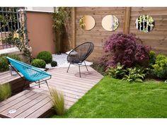 Miroirs au jardin. Idée pour mur piscine ?