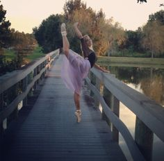 Cool senior pic idea with pointe shoes
