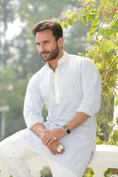 Casual kurta style for man Saif Ali Khan light pinstripe kurta - for casual occasion How to wear white pants ? Indian Men Fashion, Mens Fashion, Kurta Pajama Men, Boys Kurta Design, Kurta Patterns, Glamour World, Kurta Style, Mens Kurta Designs, Indian Man