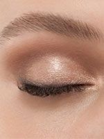 5 Daytime Fall Makeup Trends - Fall Makeup Trend No. 1: Peacock-Shade Eye Shadow