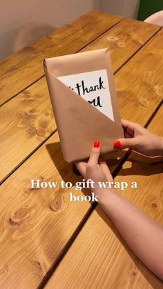 Diy Crafts Hacks, Diy Crafts For Gifts, Christmas Gift Wrapping, Diy Christmas Gifts, Creative Gift Wrapping, Wrapping Gifts, Wrapping Ideas, Gift Wrapping Techniques, Book Wrap