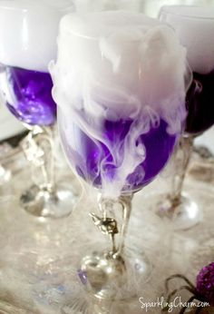 Halloween party food and drink – Debra Recipes Shimmering Witches' Brew cocktail. Halloween party food and drink Shimmering Witches' Brew cocktail. Halloween party food and drink Halloween Cocktails, Halloween Desserts, Halloween Cookies, Halloween Treats, Halloween Decorations, Alcholic Halloween Drinks, Adult Halloween Drinks, Halloween Jello Shots, Halloween Appetizers