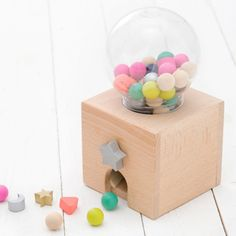 This is the ever popular Gatcha Gatcha gum ball machine! Who hasn't always…