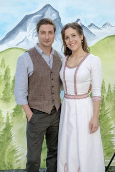 """Check out photos of Jack and Elizabeth from the Hallmark Channel original series """"When Calls the Heart. Elizabeth Thatcher, Erin Elizabeth, Jack And Elizabeth, Daniel Lissing, Singer Fashion, Erin Krakow, Small Town Girl, Hallmark Channel, Cat Walk"""