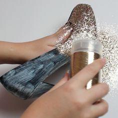 ¿Se están preparando para la Navidad?. Miren qué buena idea para reciclar esos zapatos comodísimos, pero que ya no dan más y llevarlos a una fiesta de despedida