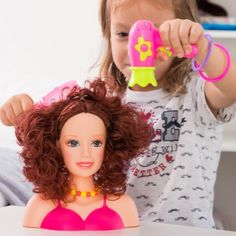 Muñeca para Peinar con Accesorios - 792 La muñeca para peinar con accesorios es muy entretenida para las niñas! Podrán inventar y practicar todo tipo de peinados desarrollando su imaginación y creatividad.Fabricada en...