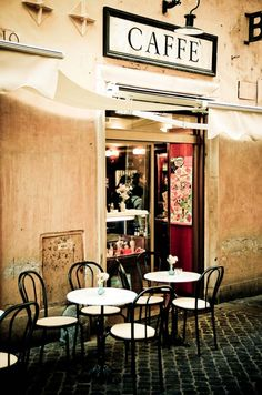 LIttle cafe in Rome, would love to go back to Roma! Cafe Me, Cafe Shop, I Love Coffee, My Coffee, Momento Cafe, Café Restaurant, Sidewalk Cafe, Coffee Facts, Italian Life