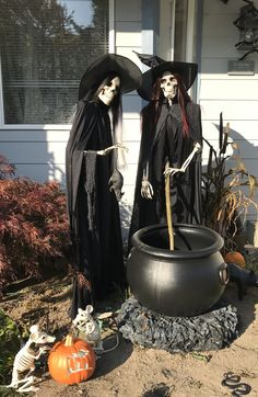 10 Awesome Halloween Decorations to try - Life Is Fun Silo Halloween Skeleton Decorations, Halloween Graveyard, Halloween News, Halloween Haunted Houses, Halloween Skeletons, Outdoor Halloween, Halloween Horror, Halloween Party Decor, Spirit Halloween
