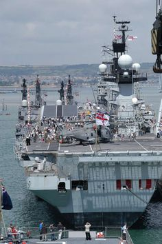 Related image Royal Navy Aircraft Carriers, Navy Carriers, British Aircraft Carrier, Hms Illustrious, Go Navy, Royal Marines, Flight Deck, Navy Ships, War Machine