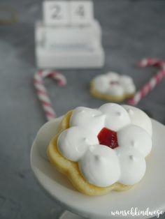 Burgenländer Plätzchen - zarte Plätzchen mit Baiserhaube Christmas Cookies, Doughnut, Happy Halloween, Food And Drink, Baking, Cake, Desserts, Stollen, German Recipes