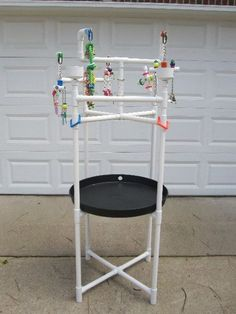 Play Stand - PVC Pipe - Will modify to create a wash bowl stand. Homemade Bird Toys, Diy Bird Toys, Parrot Perch, Bird Perch, Bird Play Gym, Parrot Play Stand, Bird Stand, African Grey Parrot, Parrot Toys