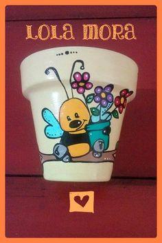 """""""El arte es, sobre todo, un estado del alma"""". Flower Pot Art, Flower Pot Design, Clay Flower Pots, Flower Pot Crafts, Clay Pot Crafts, Clay Pots, Painted Rocks Kids, Painted Jars, Hand Painted"""