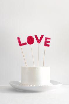 DIY: fringed love cake topper