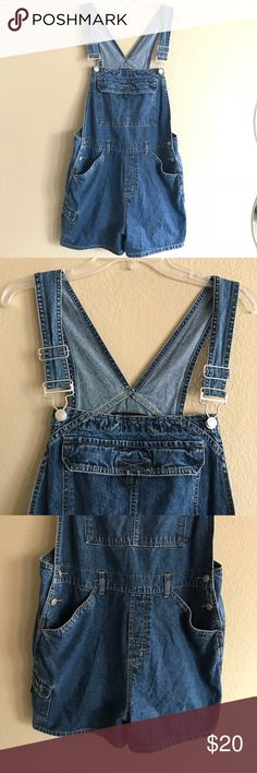 No Boundaries Blue Jeans Overalls Sz Juniors XL 15 No Boundaries Blue Jeans Overalls Sz Juniors XL 15 Condition: Good  Size: Juniors XL (15)  This pair of overalls Velcro pockets on the front and back.  2 set of buttons on each side  100% Cotton  Great to pair with a bodysuit and converse  Smoke free/ pet free home No Boundaries Jeans Overalls