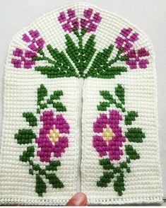 Tunisian Crochet Stitches, Teachers Pet, Crochet Blouse, Crochet Slippers, Diy And Crafts, Crochet Patterns, Cross Stitch, Lily, Knitting