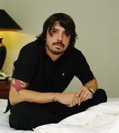 Dave Grohl I love you! Foo Fighters Dave Grohl, Foo Fighters Nirvana, Chris Shiflett, Pat Smear, There Goes My Hero, Taylor Hawkins, Alternative Music, Rock Legends, Most Beautiful Man