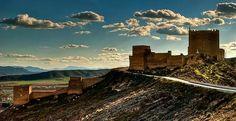 CASTLES OF SPAIN - El castillo de Jumilla (Murcia) se alza sobre un cerro desde se domina la localidad. Construido sobre fortificaciones  procedentes de la Edad de Bronce, que siguieron ampliandose en la Edad de Hierro por los íberos, después con los romanos, y en el año 713 los árabes comienzan la construcción de una fortaleza árabe. El asentamiento árabe en Jumilla duró cinco siglos, hasta que en el año 1241 fue conquistada por Fernando III, integrándose así a la corona de Castilla.