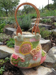 freeform crochet purse Crochet Purses, Crochet Bags, Knitted Bags, Freeform Crochet, Irish Crochet, Knitting Projects, Crochet Projects, Crochet Handles, My Style Bags