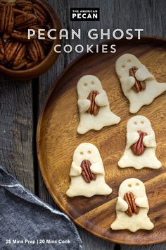 Searching for the perfect Halloween treat? These Pecan Shortbread Ghost Cookies … Searching for the perfect Halloween treat? These Pecan Shortbread Ghost Cookies are so tasty, it's spooky. Serve them as a festive treat at your Halloween party! Halloween Desserts, Postres Halloween, Halloween Goodies, Halloween Food For Party, Holiday Desserts, Holiday Treats, Holiday Recipes, Halloween 2020, Scary Halloween Treats