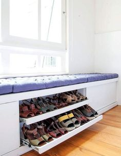 The window seat is awesome! And it we have a nice view/small garden this would be so pretty. Closet Bedroom, Bedroom Storage, Diy Storage, Diy Bedroom, Storage Design, Small Storage, Trendy Bedroom, Shoe Storage Hidden, Hall Storage Ideas
