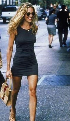 Carrie Bradshaw Outfits, Carrie Bradshaw Style, Sarah Jessica Parker, Skirt Fashion, 90s Fashion, Icon Fashion, Fashion Black, Fashion Trends, Style Icons Inspiration