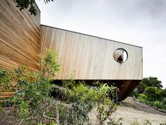 Sandy Point House sees Kennedy Nolan approach the site with both humility and sensitivity to create an occasional home that is connected to place. Australian Architecture, Australian Homes, Architecture Design, Residential Architecture, Contemporary Architecture, Kennedy Nolan, Ocean Sounds, Timber Cladding, Industrial