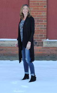 Graphic tee + Long cardi! Favorite street style look!