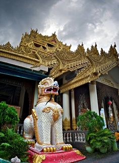 Dhammikarama Burmese Temple in Penang, Malaysia Brunei, Malaysia Truly Asia, Strait Of Malacca, Place Of Worship, Burmese, Beautiful Places To Visit, Cathedrals, Kuala Lumpur, Holiday Destinations