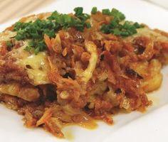 RYBA ZAPIEKANA W JARZYNACH  Składniki:  50 dag fileta z ryby, 2 średnie cebule, 15 dag marchewki, 15 dag pietruszki (korzenia), 5 dag selera (korzenia), 5 dag sera żółtego twardego, 2-3 łyżki mąki pszennej, 1 łyżeczka przecieru pomidorowego, 2 liście laurowe, 2-3 ziarna ziela angielskiego, papryka ostra w proszku, przyprawa do ryb, 3-4 łyżki oliwy, olej do smażenia, sól, pieprz.    Wykonanie: http://siostra-anastazja.pl/przepis/ryba-zapiekana-w-jarzynach.htm  fish baked, polish cuisine
