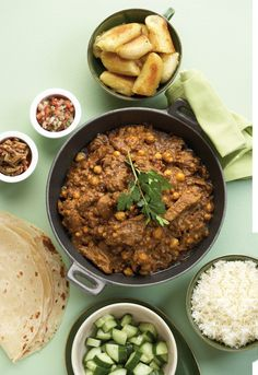 werk ook lekker in slow cooker. - Omit lentils and chick peas Curry Dishes, Beef Dishes, Beef Curry, Good Food, Yummy Food, South African Recipes, Mediterranean Recipes, Curry Recipes, Restaurant Recipes
