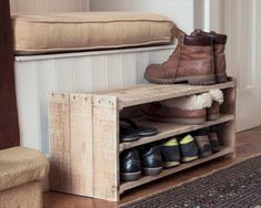 Cheap And Easy Wood Pallet Projects That Will Revitalize Your Home In No Time A small wood pallet shoe rack easily stores nine pairs of shoes, slippers, and boots.A small wood pallet shoe rack easily stores nine pairs of shoes, slippers, and boots. Wooden Pallet Projects, Diy Pallet Furniture, Furniture Projects, Wood Furniture, Pallet Ideas, Small Wooden Projects, Easy Wood Projects, Furniture Plans, Furniture Design
