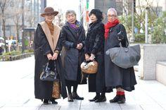 【 L'idéal 】 Atsuko Oguro 60 Fashion, Over 50 Womens Fashion, Grey Fashion, Winter Fashion, Style And Grace, My Style, Middle Age Fashion, Stylish Older Women, Female Pictures