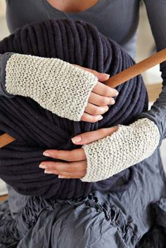 Oh my this is the simplest free knitting project EVER! Source: Daily Fix Fingerless mittens You need Vinnis Colours Bambi DK in the colours of your choice knitting needles darning needle with a large eye Cast. Fingerless Gloves Knitted, Crochet Gloves, Knit Mittens, Knit Crochet, Quick Knitting Projects, Knitting For Beginners, Knitting Patterns Free, Free Knitting, Crochet Patterns