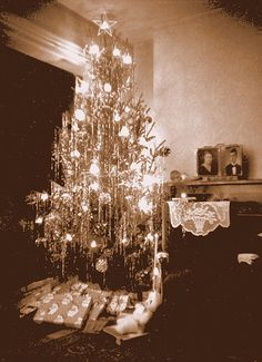 Vintage Christmas...this reminds me of the trees we had when I was growing up