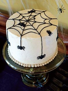 Scare up a perfectly ghoulish Halloween bash with these kid-friendly recipes -- without all the toil and trouble. Halloween Items, Holidays Halloween, Halloween Treats, Halloween Fun, Halloween Spider, Halloween Cupcakes, Halloween Birthday, Spider Web Cake, Spider Spider