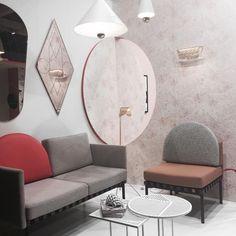 Wir wollen Euch unsere liebsten Eindrücke der IMM nicht vorenthalten. Dieses wundervolle Wohnzimmer hat es uns besonders angetan 🌸    #wohnklamotte #wohnklamotteunterwegs #imm #immcologne #köln #möbelmesse #rose #zimmer #raum #wohnen #living #einrichtung #dekoration #deko #idee #inspiration #inspo #getinspiredbyus #letusinspireyou #blogger_de #germaninteriorbloggers #interior123 #interior4you #interior2you #interiorlove