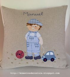 Momentos de Costura: Regalos a bebés Applique Pillows, Throw Pillows, Cushions To Make, Hand Embroidery Designs, Couture, Pattern Fashion, Decorative Pillows, Baby Gifts, Dress Patterns