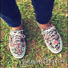 hot sale online 7d473 cc374 Jordans, Converse, Kicks