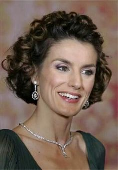 Letizia wearing her mother-in-laws diamond earrings and necklace
