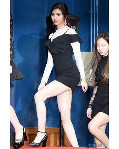 170222 Gaon Chart Awards Her Body #twice #sana #minatozakisana #사나 #샤샤샤 #nosananolife #tzuyu #dahyun #chaeyoung #jihyo #nayeon #momo #Mina #jungyeon #satzu