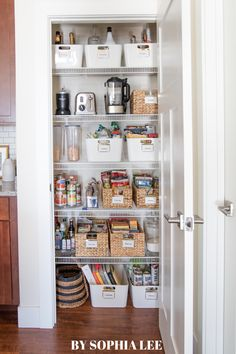 Wow! This is such a beautifully done pantry organization. I love how relatable it is...this is actually something I could recreate! Apartment Hacks, First Apartment, Apartment Kitchen, Apartment Living, Small Pantry Organization, Apartment Decorating On A Budget, Decoration, Bathroom Medicine Cabinet, Liquor Cabinet