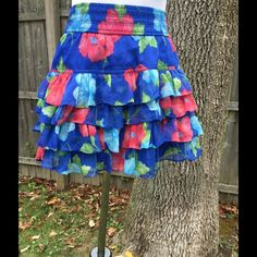 🌺 🌺 Pretty 4 layers of Ruffles, wide waistband. Length is about 14 inches ! It's mainly blue with what may be poppies! Fashion Design, Fashion Tips, Fashion Trends, Tie Dye Skirt, Poppies, Ruffles, Cool Style, Layers