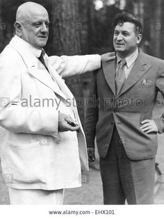 JEAN SIBELIUS Finnish composer at his Jarvenpaa home in 1939 with Finnish sculptor Waino Aaltonen Stock Photo Early Modern Period, Composers, Musicians, Champion, Portraits, Christian, Stock Photos, People, Image