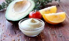 It's often hard to find keto condiments to use on your keto diet! We've put together the best low-carb keto condiments guide with sauces, dips and fats. Keto Diet Guide, Keto Sauces, Keto Recipes, Healthy Recipes, Raw Vegan, Vegan Food, Summer Drinks, Health And Nutrition, Low Carb